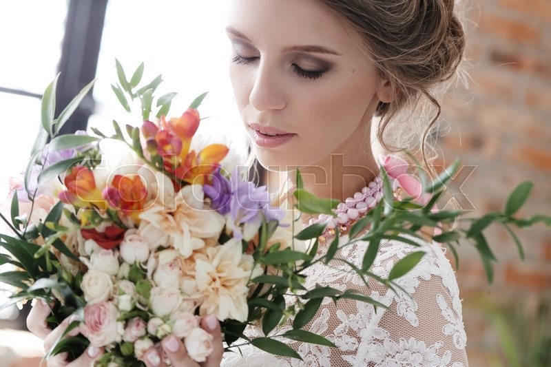Stock image of 'Beautiful bride in wedding dress'