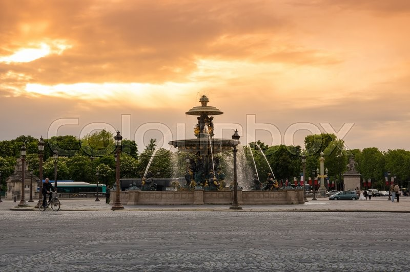 Stock image of 'PARIS, FRANCE - MAY 07, 2015: View of fountain on Place de la Concorde in the dusk, Paris, France'