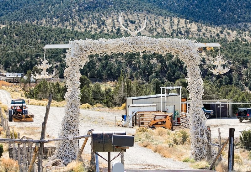Stock image of 'The entrance to a ranch in Nevada made ​​with animal branched horns'