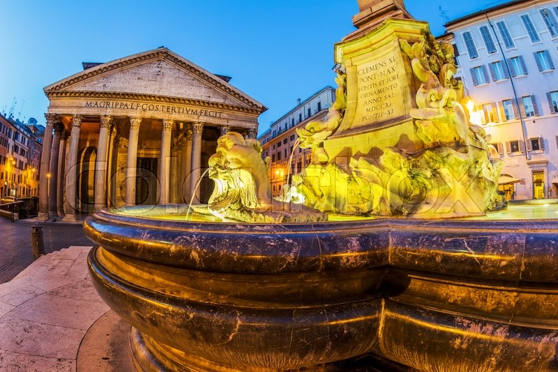Stock image of 'italy, rome, pantheon. night scene with fountain'