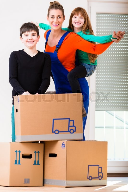 Stock image of 'Mother with kids moving in new house or home'