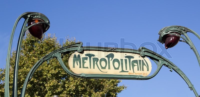 Stock image of 'Paris Metropolitain sign agains the sky'