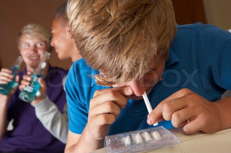 personas inyectandose esteroides