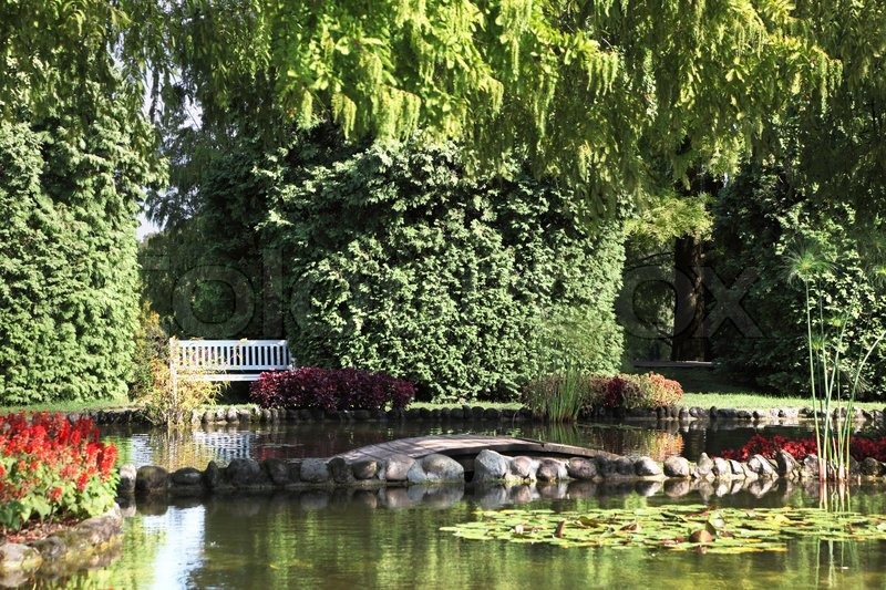 Sigurta charmingly picturesque garden shallow pond and for Shallow garden pond