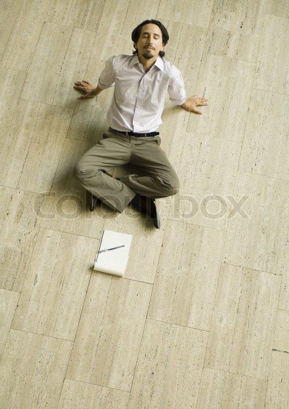 169 Matthieu Spohn Altopress Maxppp Man Sitting On Floor