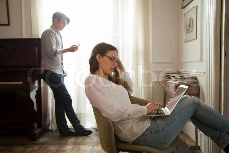 ©Sigrid Olsson/AltoPress/Maxppp ; Woman using laptop ...
