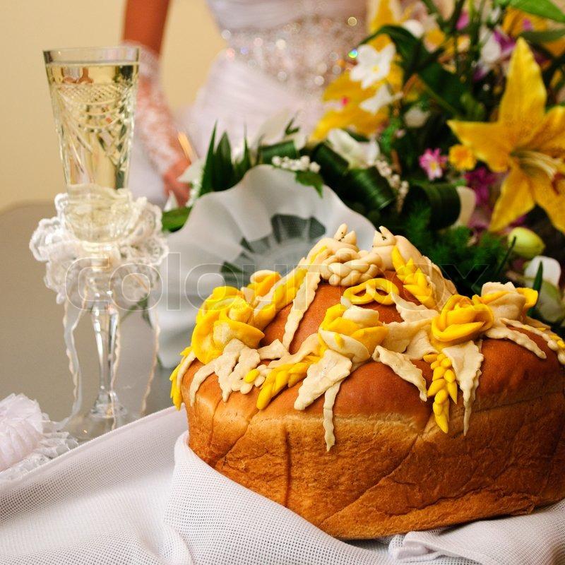 Hochzeit an Thanksgiving mit romantischer Blumendeko und Kürbissen auf dem Tisch