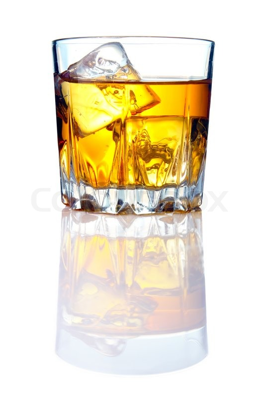 whiskey glas med isterninger og refleksioner stock foto colourbox. Black Bedroom Furniture Sets. Home Design Ideas