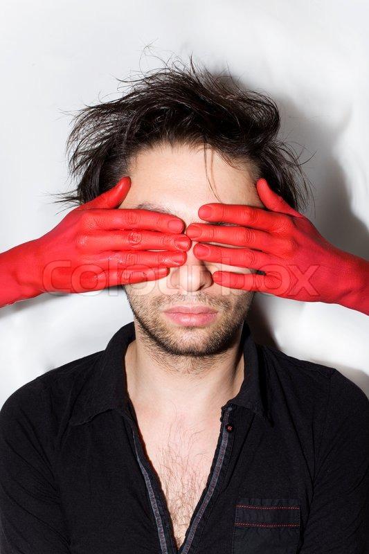 røde hænder