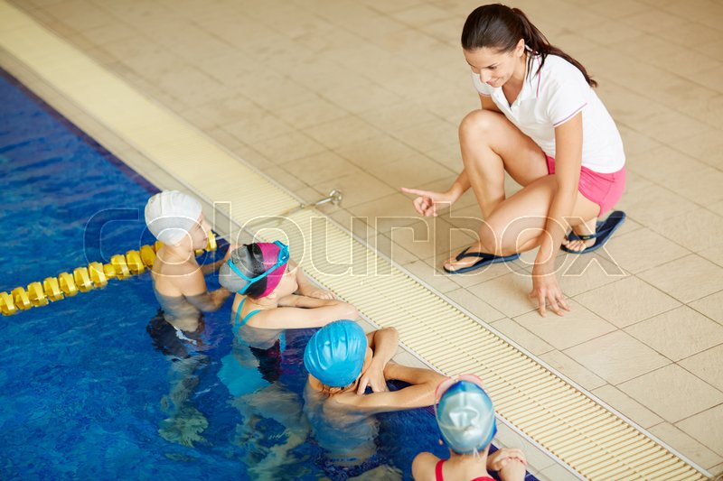 Swimming Inspector Giving Instructions To Kids In Pool Stock Photo