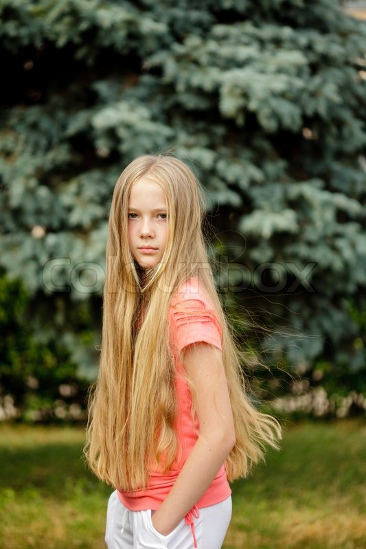 Young Teenage Long-Hair Blonde Girl Is Posing Outdoor -6462