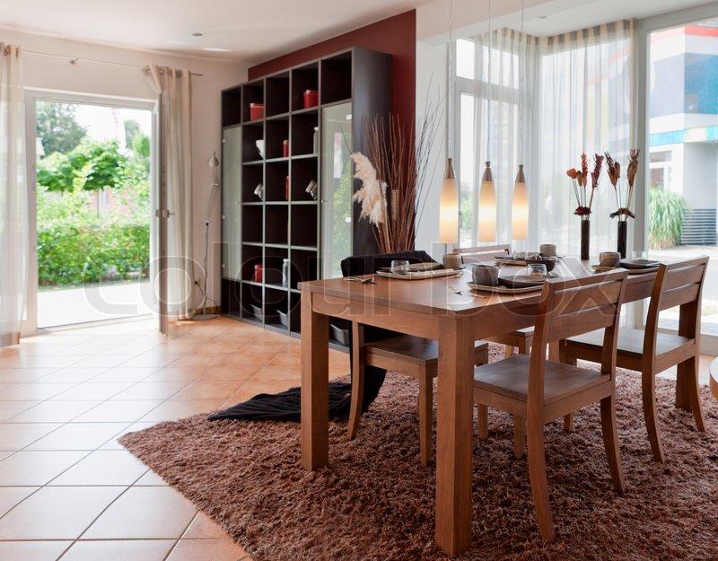 haus wohnzimmer größe:Stock Bild von 'Modernes Haus, Wohnzimmer mit den modernen Möbeln'