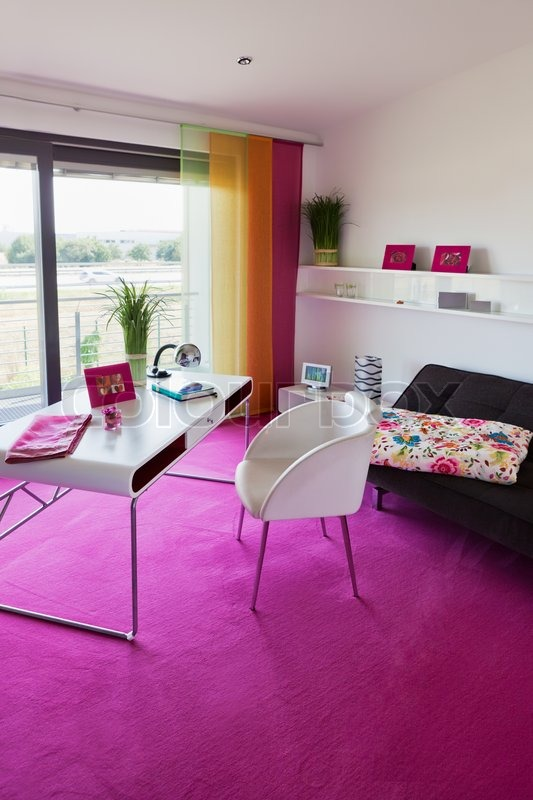 modernes interieur b ro zu hause mit schreibtisch stock foto colourbox. Black Bedroom Furniture Sets. Home Design Ideas