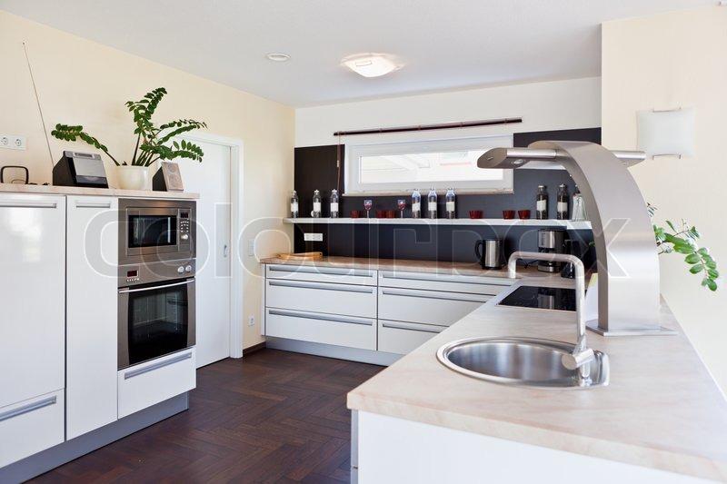 Modernes haus interior of modern kitchen room stockfoto for Modernes haus design
