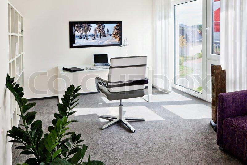 modernes interieur b ro zu hause mit schreibtisch. Black Bedroom Furniture Sets. Home Design Ideas
