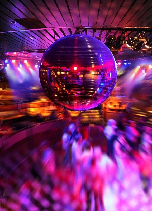 Menschen Tanzen Unter Bunten Lichtern Der Discokugel