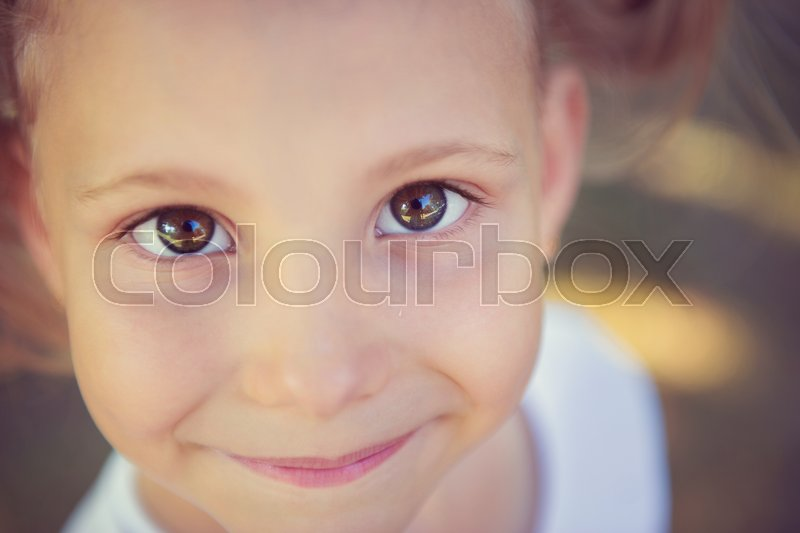 Stock image of 'Excited face of pretty small girl in summer park'