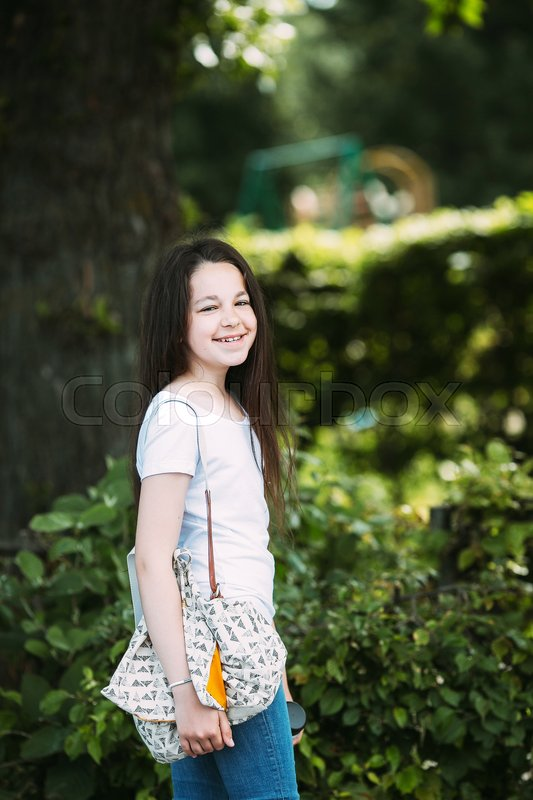 Stock image of 'beautiful young girl posing for the camera in the park'