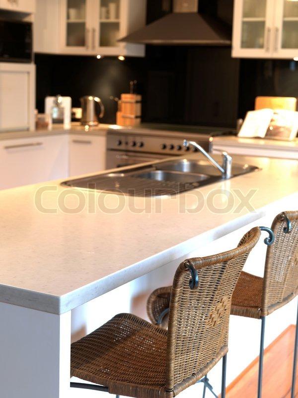 eine moderne k che die zur zubereitung von speisen verwendet stockfoto colourbox. Black Bedroom Furniture Sets. Home Design Ideas