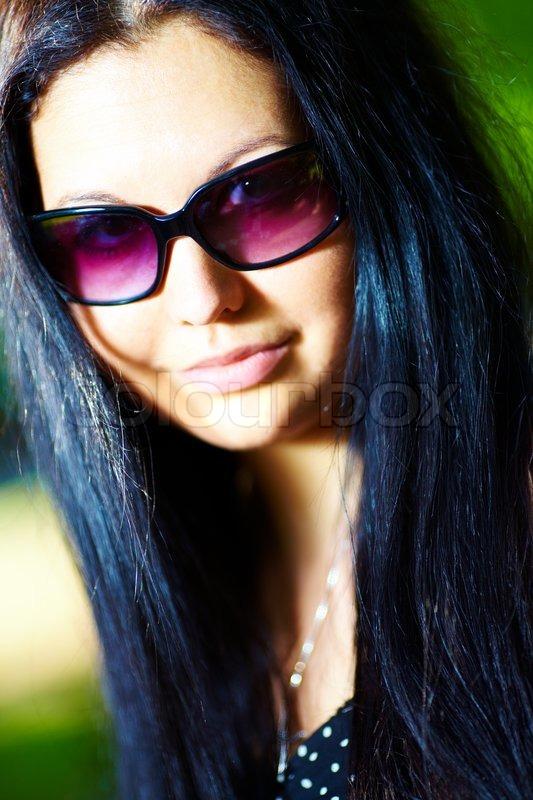 самая красивая девушка в темных очках фото