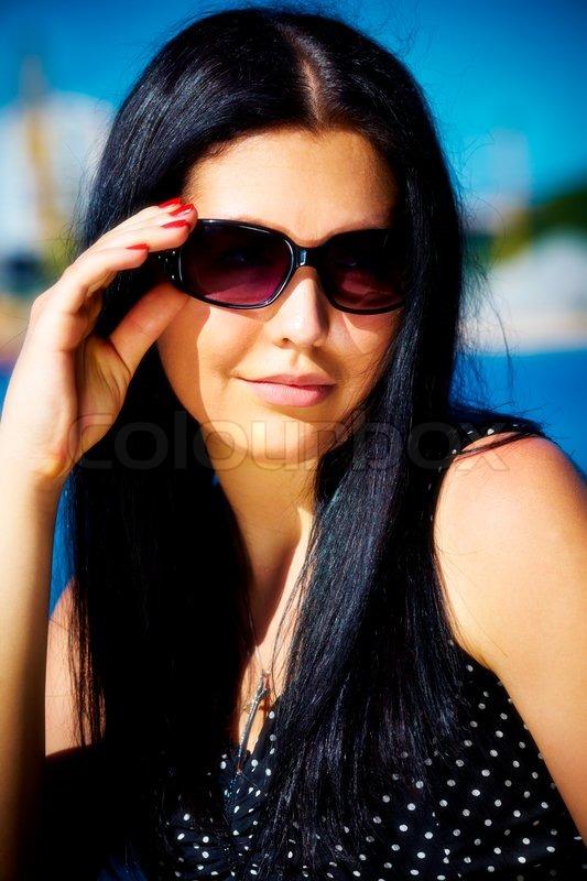 краска чаще фото брюнеток в очках для солнца на аву при применении