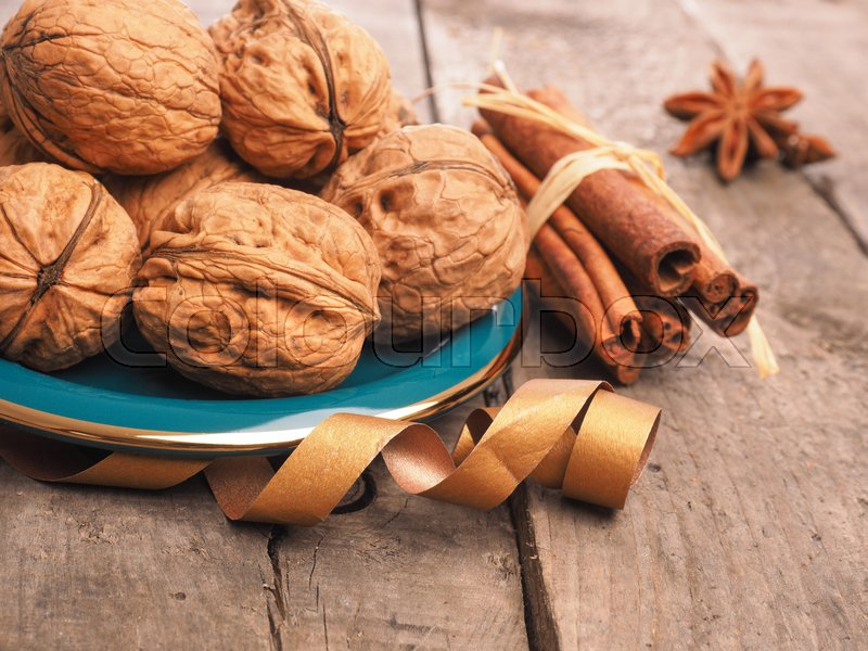 Stock image of 'Close up of walnuts on a decorative green plate'