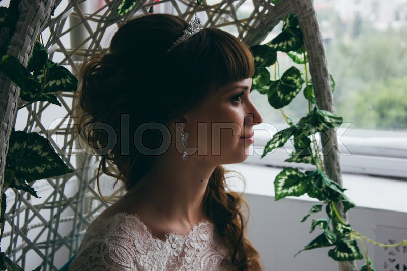 Stock image of 'Portrait of a young happy bride in studio.'