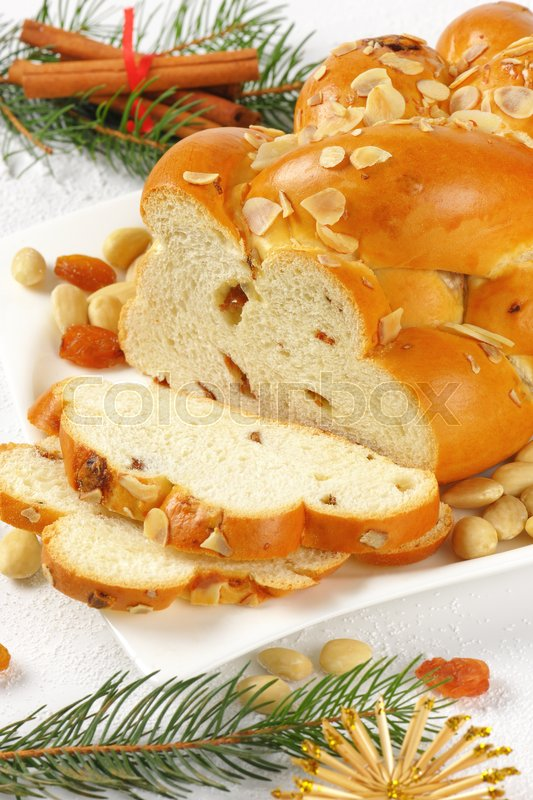 Stock image of 'sliced Czech Christmas braided bread with almonds and raisins'