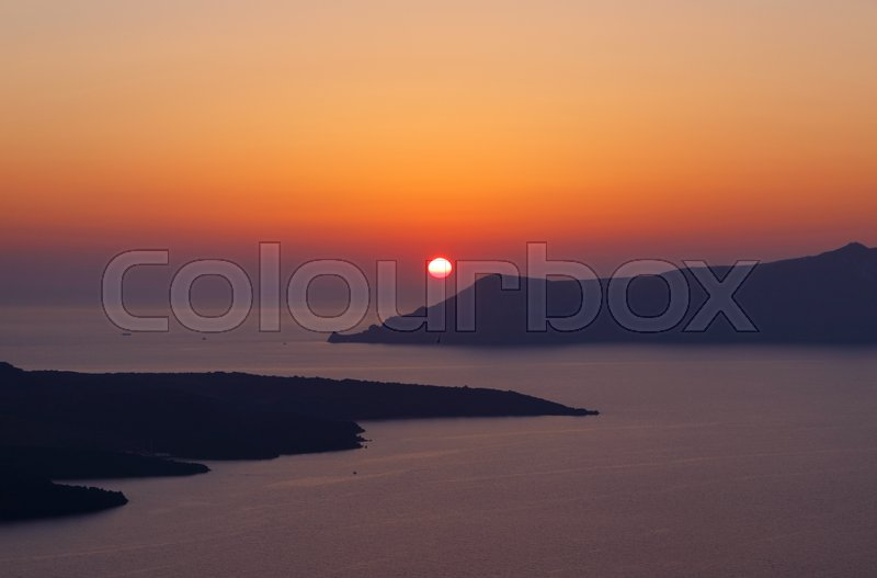 Stock image of 'View on sunset in Fira town on Santorini'