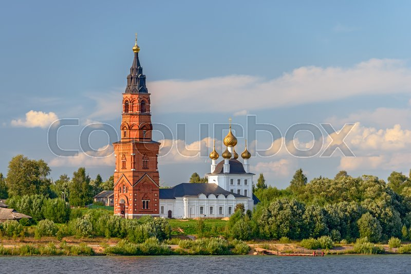 Stock image of 'Old orthodox cathedral on bank of the Volga river in Russia'