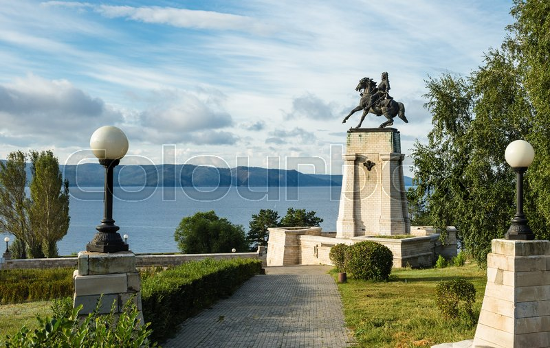 Stock image of 'Monument of Vasily Tatishchev on the banks of the Volga river at Togliatti, Russia'