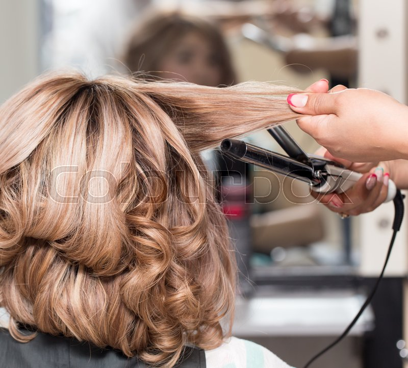 Stock image of 'Female Hairstyles on curling in a beauty salon'