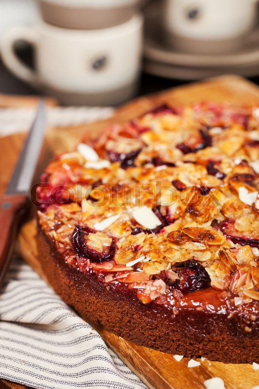 Stock image of 'Delicious fresh homemade crumble plum cake \'