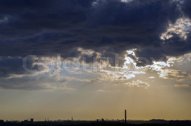 Stock image of 'a amazing dramatic sunset with beautiful sun beams over clouds in the outskirts of the city of Saint Petersburg, Russia'
