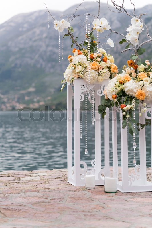 Stock image of 'decorated place for a wedding ceremony near the sea'