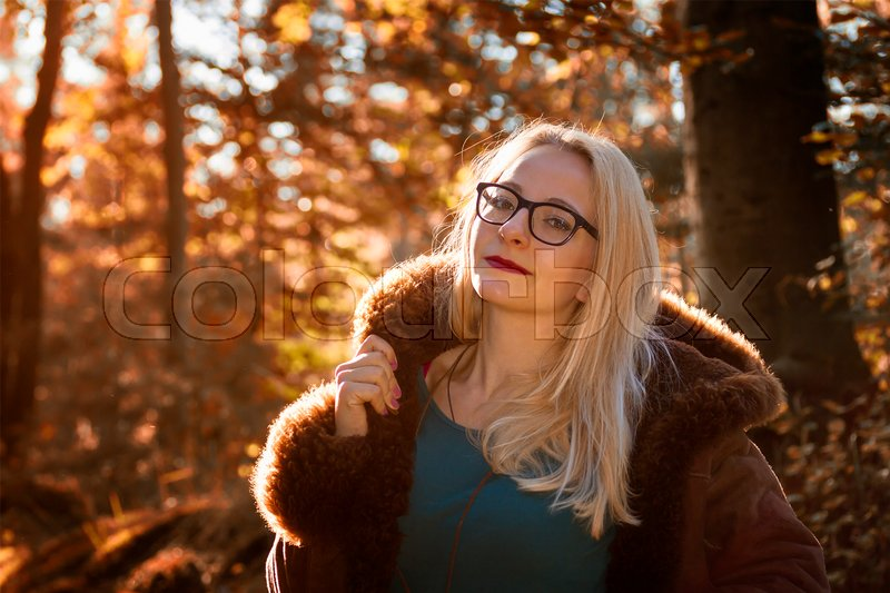 Stock image of 'Portrait of a young woman in the autumn forest'