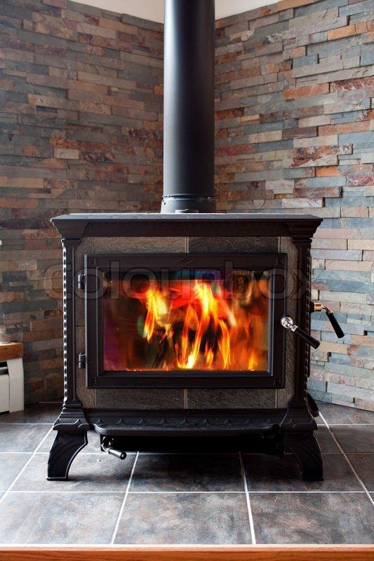 Einen Neuen Gusseisen Holz Ofen Brennt Stockfoto Colourbox