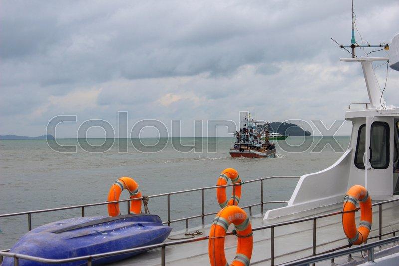 Lot Ring Life Boys On Big Boat Obligatory Ship Equipment - Cruise ship drowning