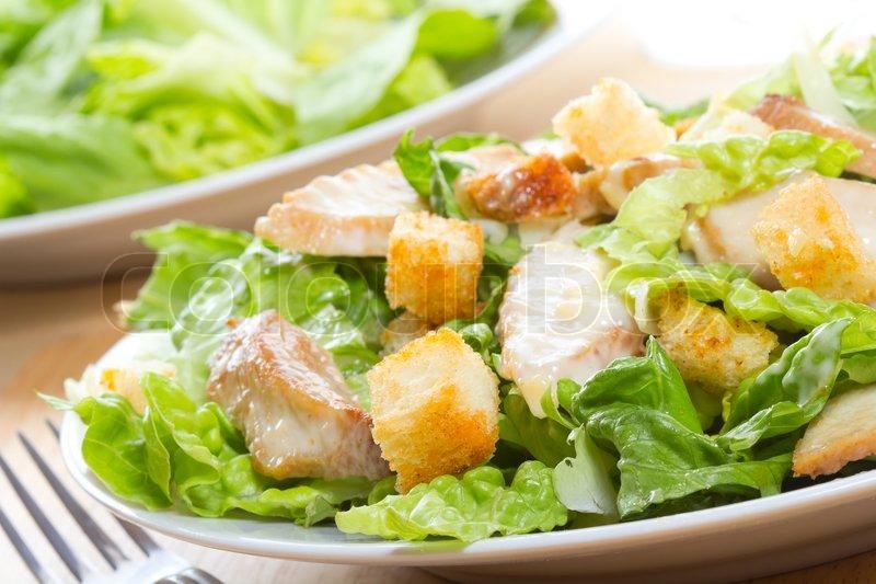 Римский салат с лососиной фото