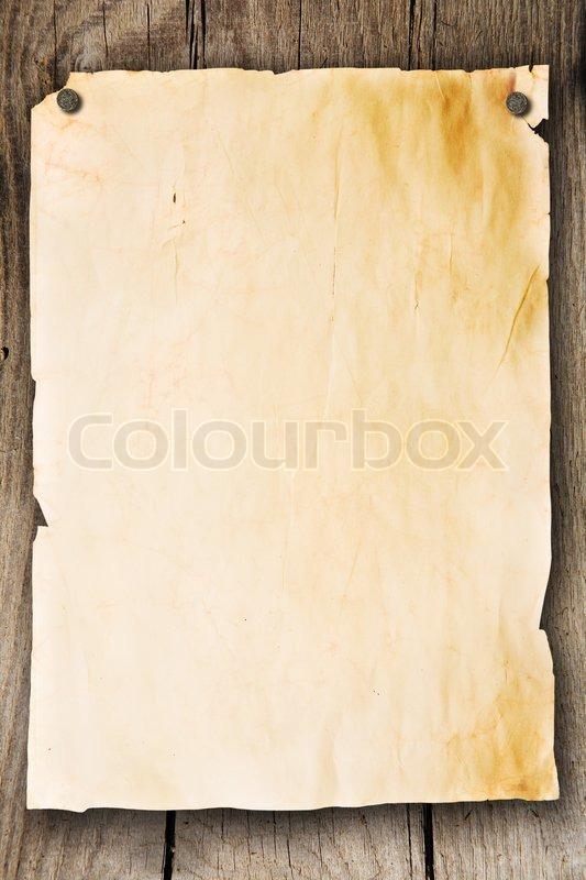 leeres blatt papier zu einer holzwand befestigt stock foto colourbox. Black Bedroom Furniture Sets. Home Design Ideas
