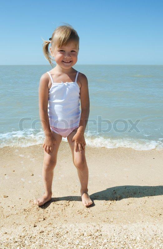 Teenager Nackt Am Strand