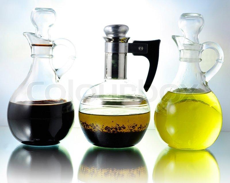 l essig und salat dressing flaschen stockfoto colourbox. Black Bedroom Furniture Sets. Home Design Ideas