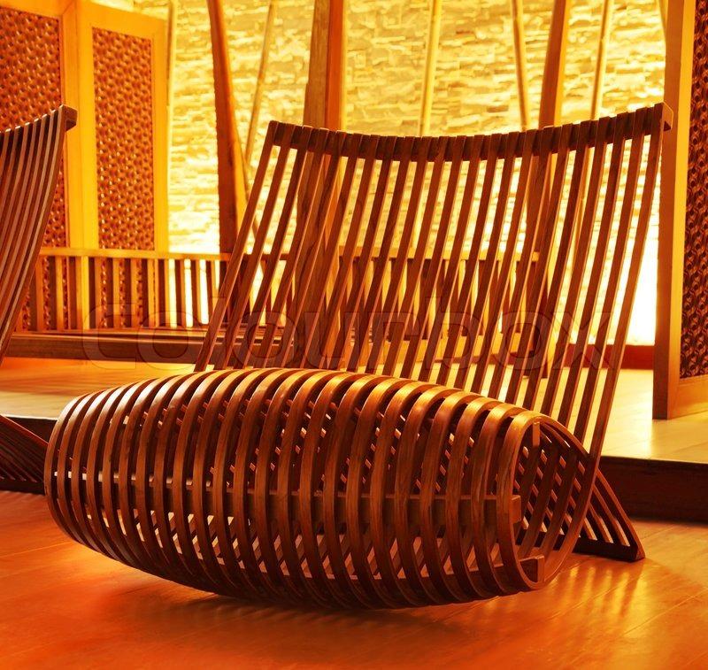 holz modern gestaltete sessel mit gem tlichen warmen. Black Bedroom Furniture Sets. Home Design Ideas