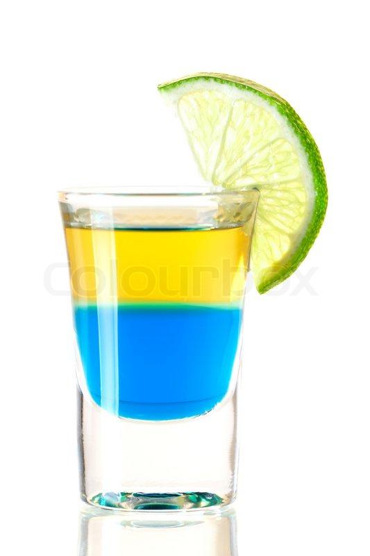 Shot- Cocktail Sammlung : Blue Tequila Alkohol Cocktail auf weißem ...