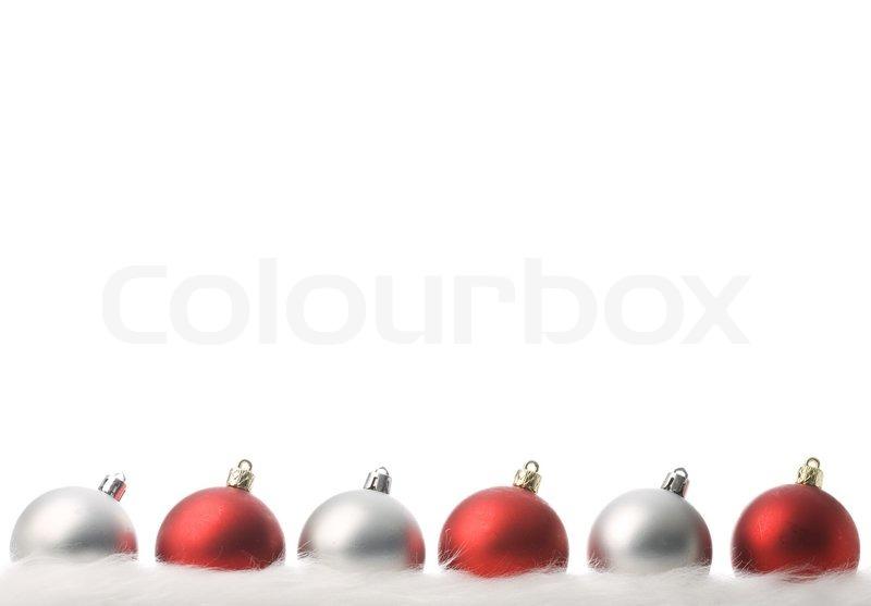 Rot und silber weihnachtskugeln mit schnee isoliert auf for Weihnachtskugeln bilder