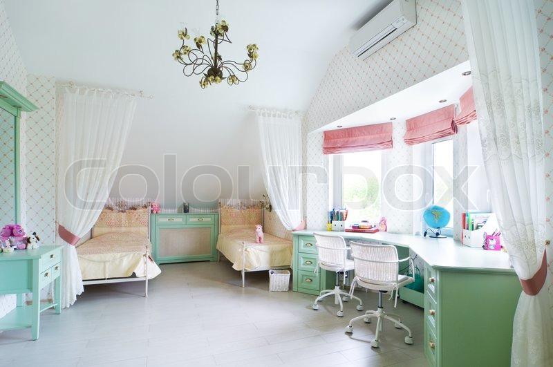 Kinderzimmer Für Zwei kinderzimmer mit zwei betten stockfoto colourbox