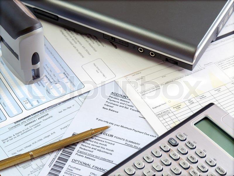 accounting tools und scheine auf den tisch stockfoto colourbox. Black Bedroom Furniture Sets. Home Design Ideas