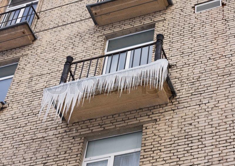 Sople na balkonie - zdjecie stockowe snowturtle #5334014.