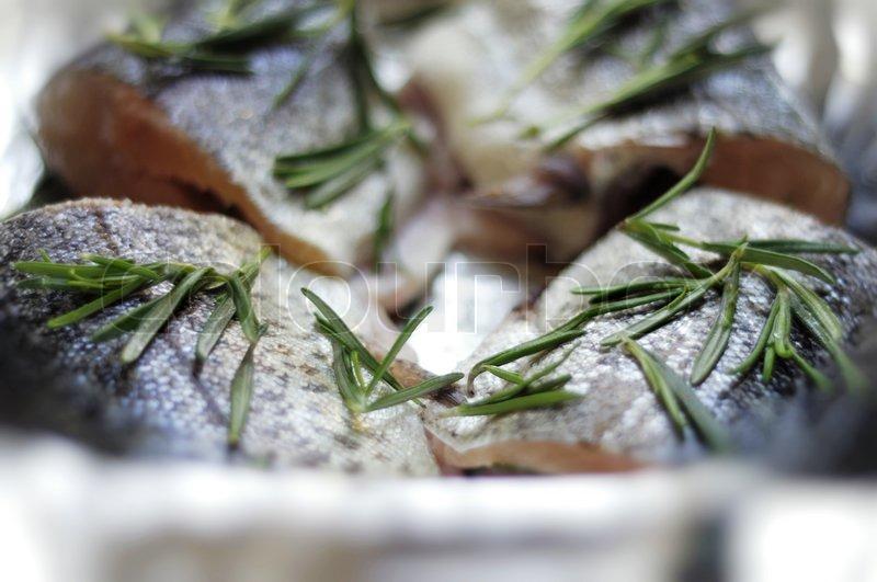 dieses foto darstellen frischen fisch bereit f r grill stockfoto colourbox. Black Bedroom Furniture Sets. Home Design Ideas