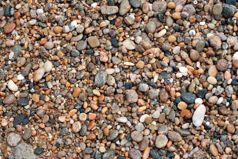 eine nahaufnahme der nassen kies und steine angeschwemmt am strand stockfoto colourbox. Black Bedroom Furniture Sets. Home Design Ideas